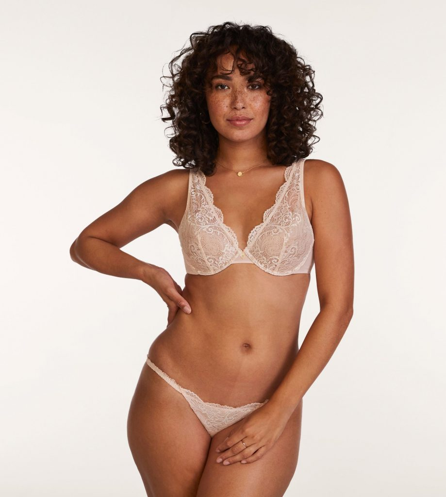 model wearing a bra from thirdlove